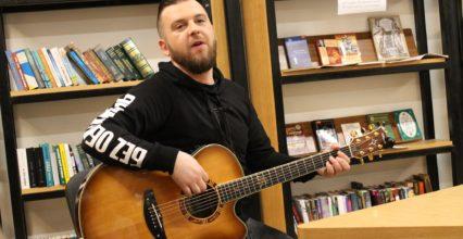 """Творча зустріч з Сергієм Танчинцем, лідером гурту """"Без обмежень"""" (відео)"""