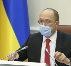 """""""З 11 травня ми починаємо зняття перших карантинних обмежень"""", — Прем'єр-міністр України Денис Шмигаль."""